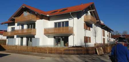 Erstbezug / Provisionsfrei: 3-Zimmer-Dachgeschosswohnung mit Einbauküche und Balkon in Holzkirchen in Holzkirchen (Miesbach)