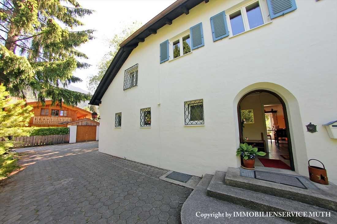 OSTLER Villa in zentraler Lage mit Einliegerwohnung auf 1.288 m² Grundstück