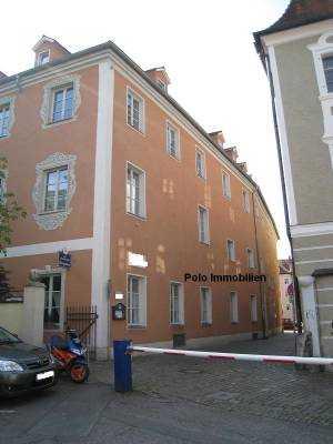 3er WG - Sanierte 3,5 ZKB- Wohnung mit EBK, Aufzug in Mitten der Altstadt nahe dem Neupfarrplatz in Regensburg-Innenstadt