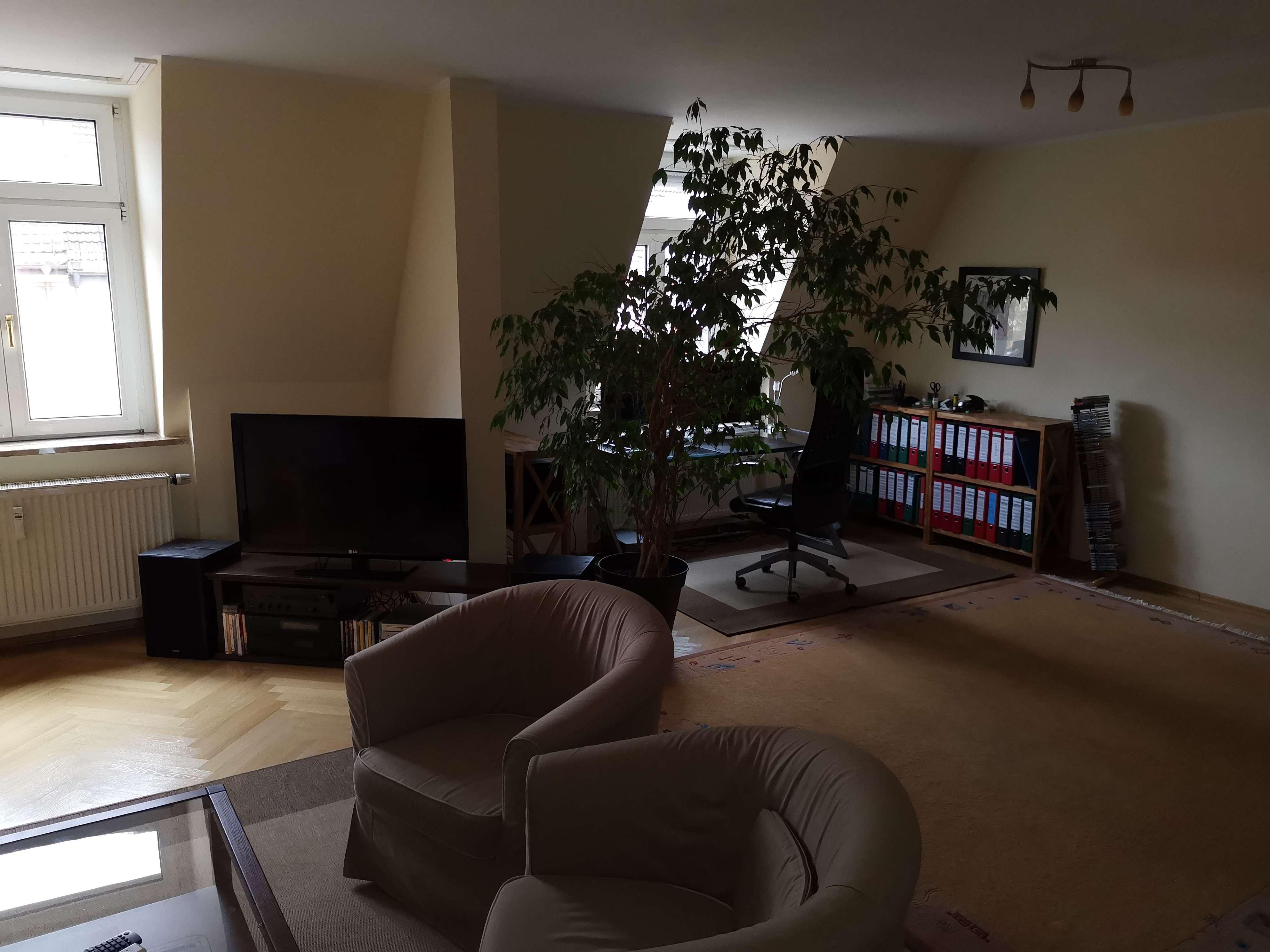 Stilvolle, geräumige und sanierte 2-Zimmer-DG-Wohnung mit Dachwintergarten in Milbertshofen, München in Milbertshofen (München)