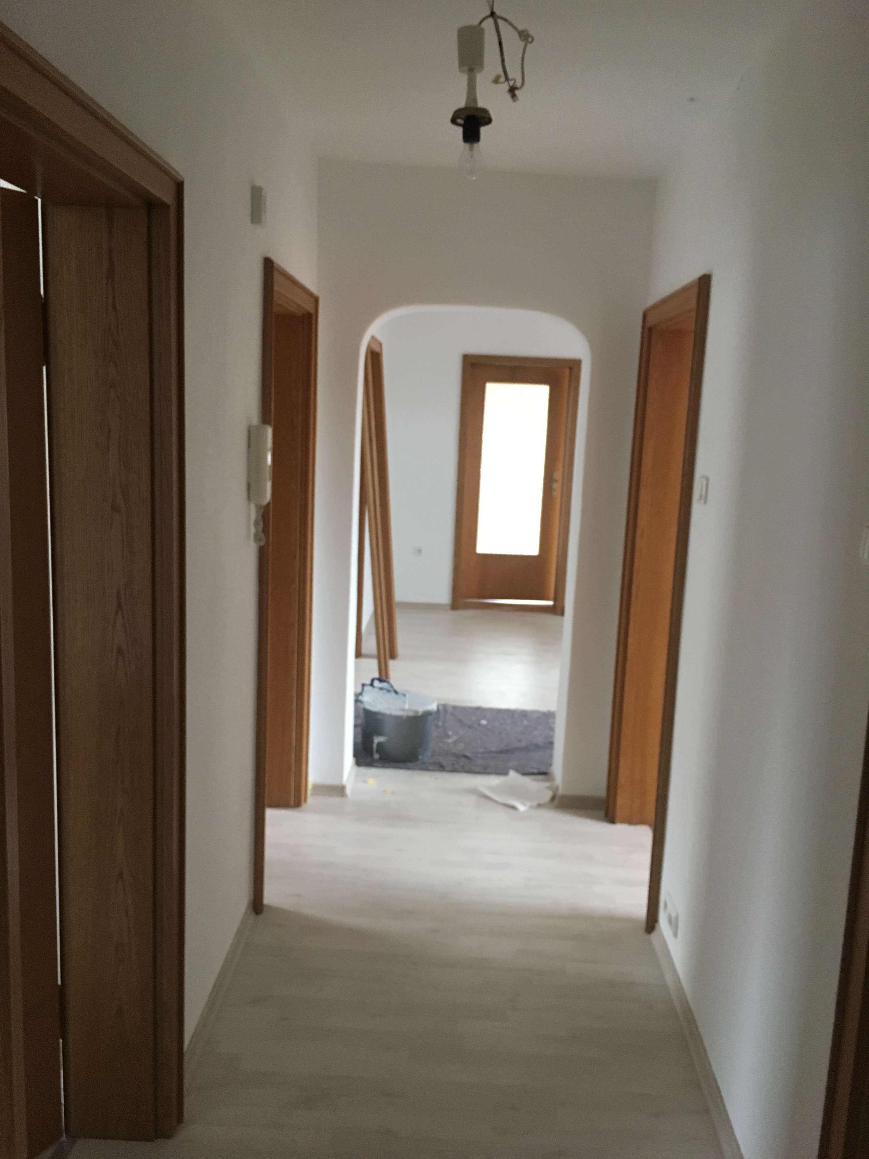 Schöne vier Zimmer Wohnung 1.OG gute Lage in Hallstadt in