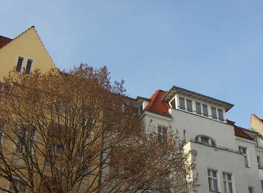 Möblierte 3 Zi Dachgeschosswohnung (nicht WG-geeignet) mit Terrasse & Amerikanischer Küche