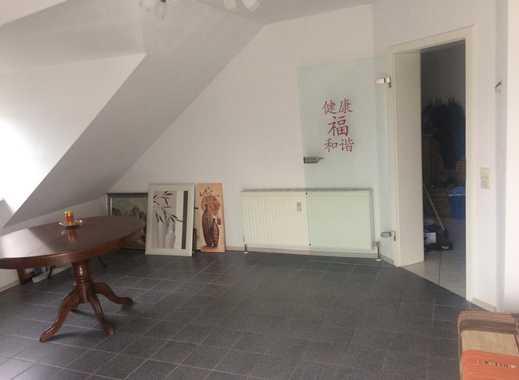 Günstige, gepflegte 2-Zimmer-Dachgeschosswohnung mit Balkon und EBK in Bad Dürkheim (Kreis)