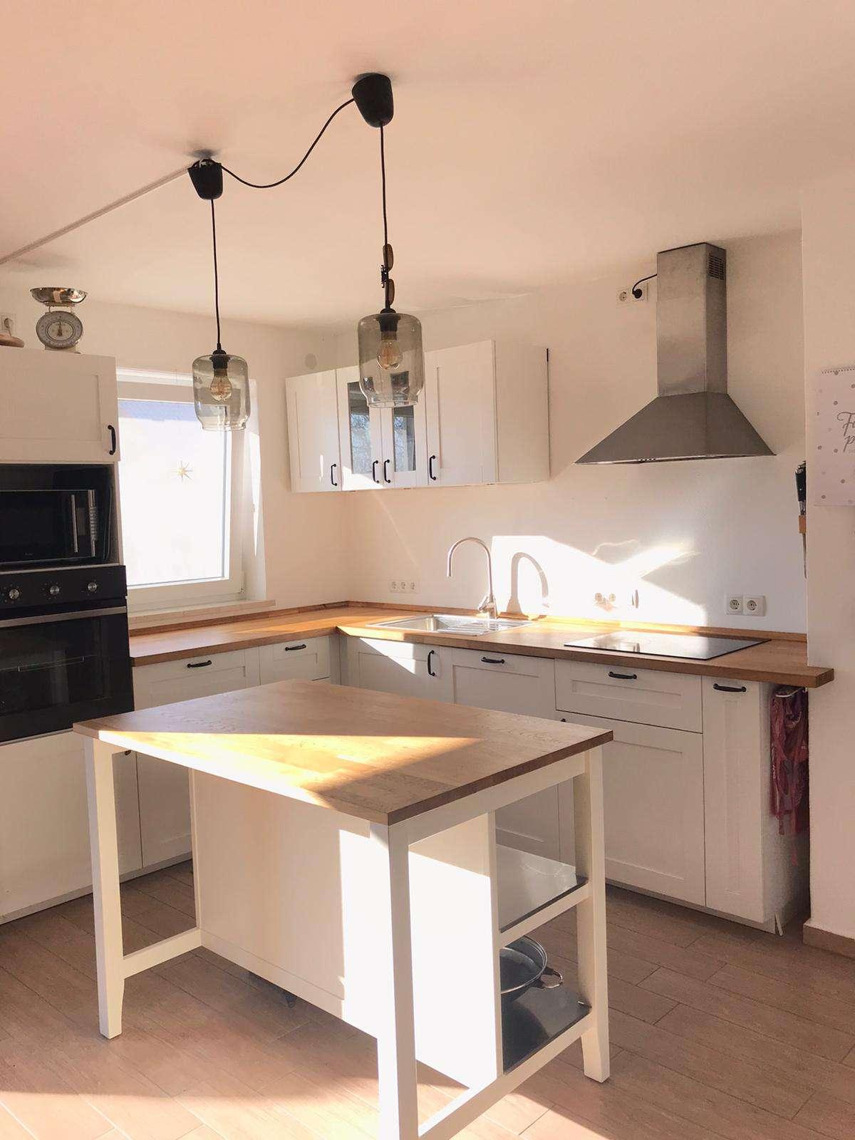 Helle, großzügige 3 Zimmer Wohnung mit offener Küche in Weil (Landsberg am Lech)