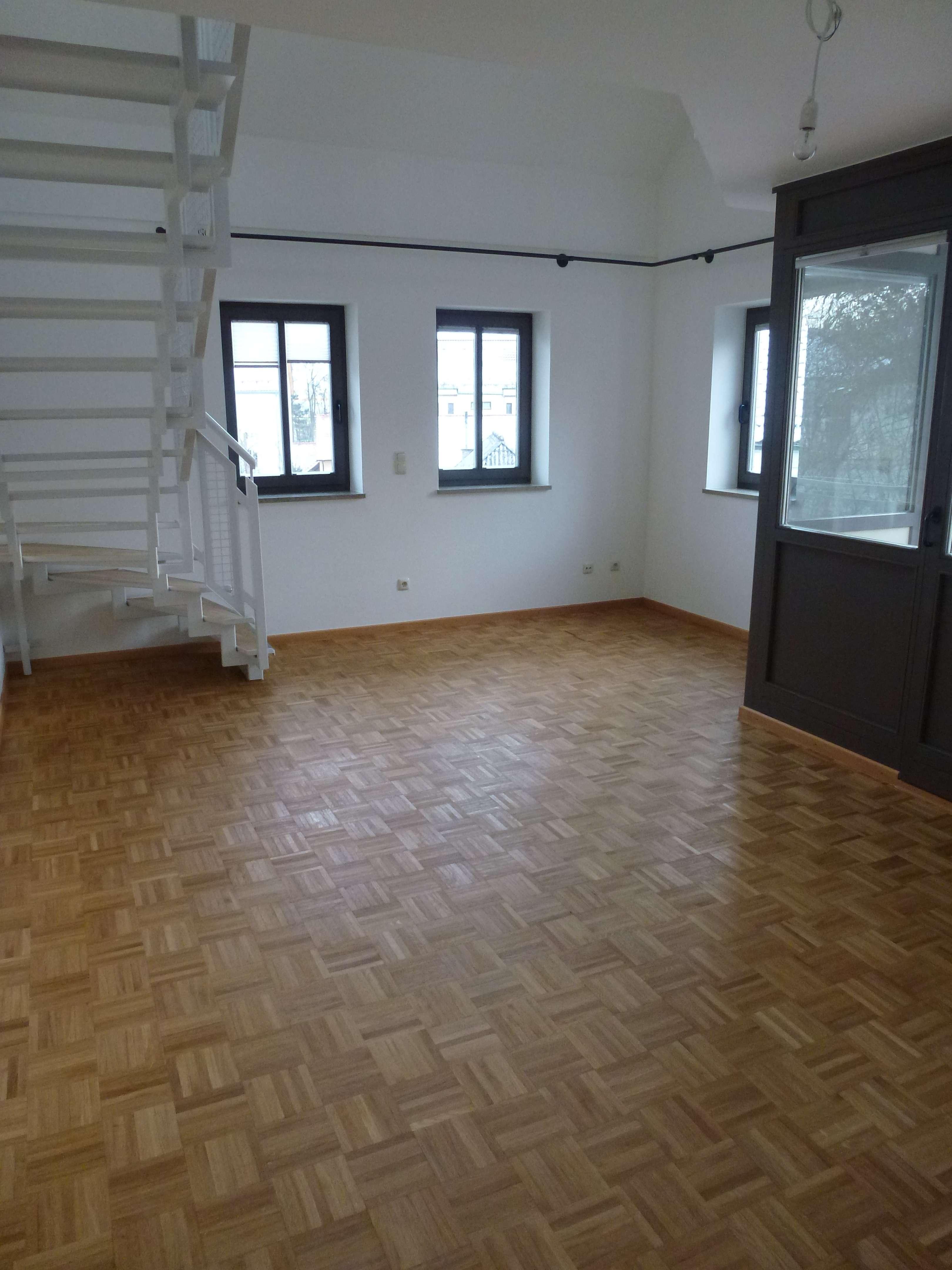helle, gepflegte 3,5-Zimmer-Maisonette-Wohnung mit Balkon und Einbauküche in Straubing