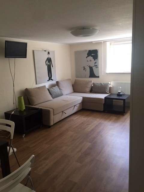 Neuwertige 1-Zimmer (-Wohnung) in München-Moosach mit eigenem Eingang in Moosach