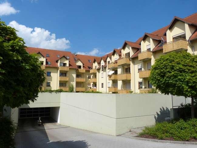 Single-ideal: 2-Zi-Whg. mit Kelleranteil und Duplex-Stellplatz, in der Wohnanlage Am Galgenberg!