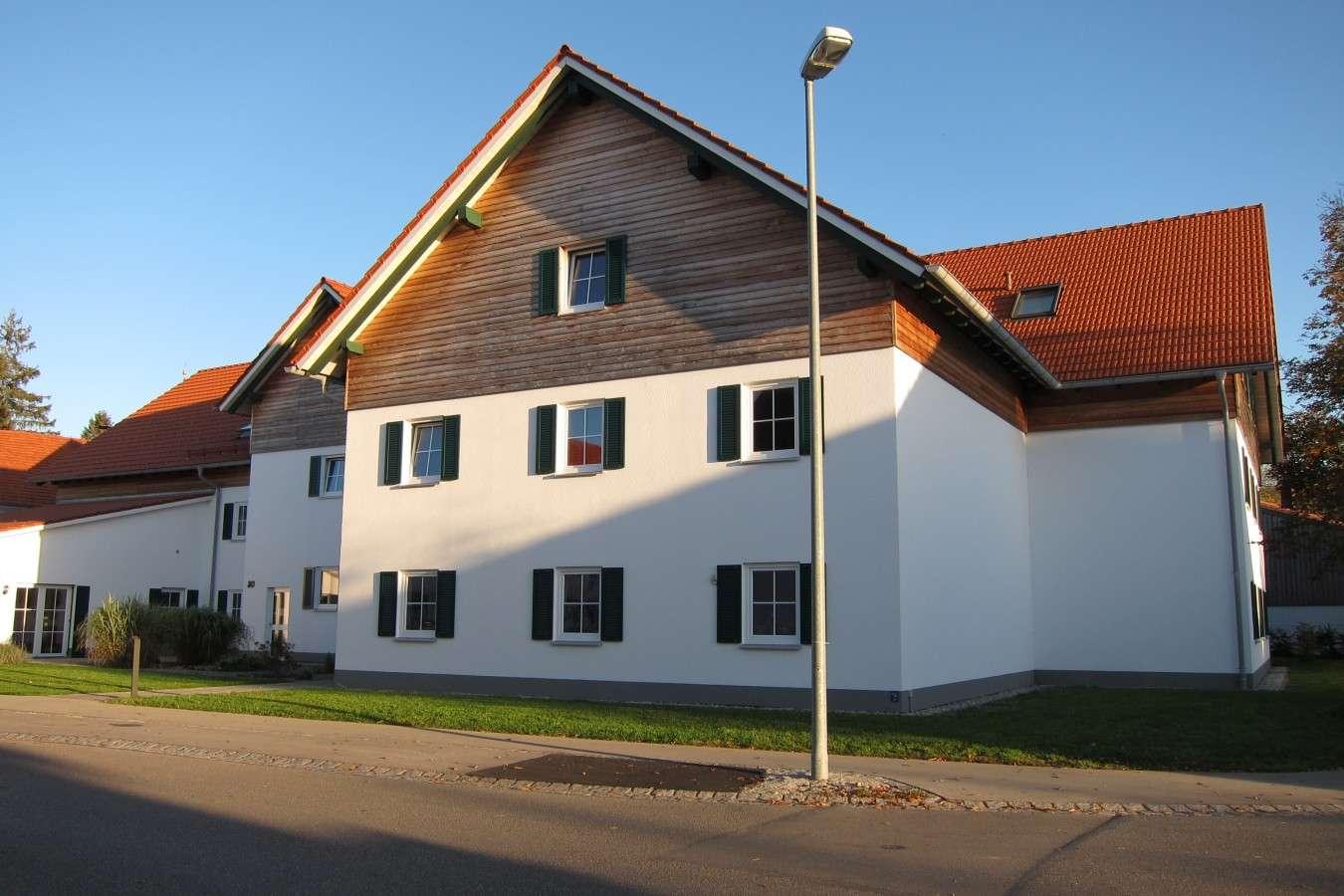 Exklusive, helle und neuwertige 2-Zimmer-Wohnung in Fuchstal/Asch (Bezugsalter min. 55 Jahre) in