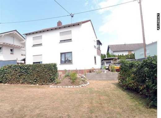 Schönes Ein- bis Zweifamilienhaus mit ca. 780 m² großem Grundstück, Garage, PKW-Stellpätze, Keller!