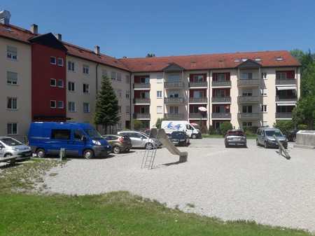 großzügige, helle 4-Zimmer-Wohnung in schöner Wohnanlage in Traunreut