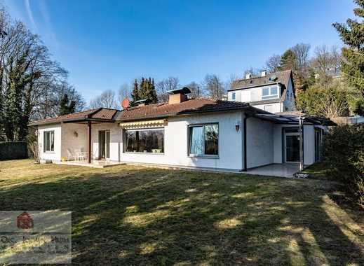 Walmdachbungalow mit Poolhaus auf einem hübschen, großen (Bau-) Grundstück