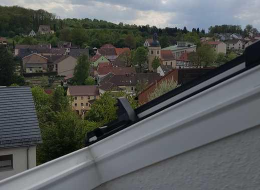 Gepflegte 3-Zimmer-DG-Wohnung mit EBK in Gerbrunn