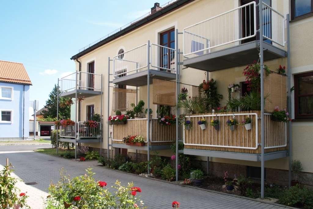 Wiesau . sonnige 2-Zimmer-Wohnung mit gemütlichem Balkon in Wiesau