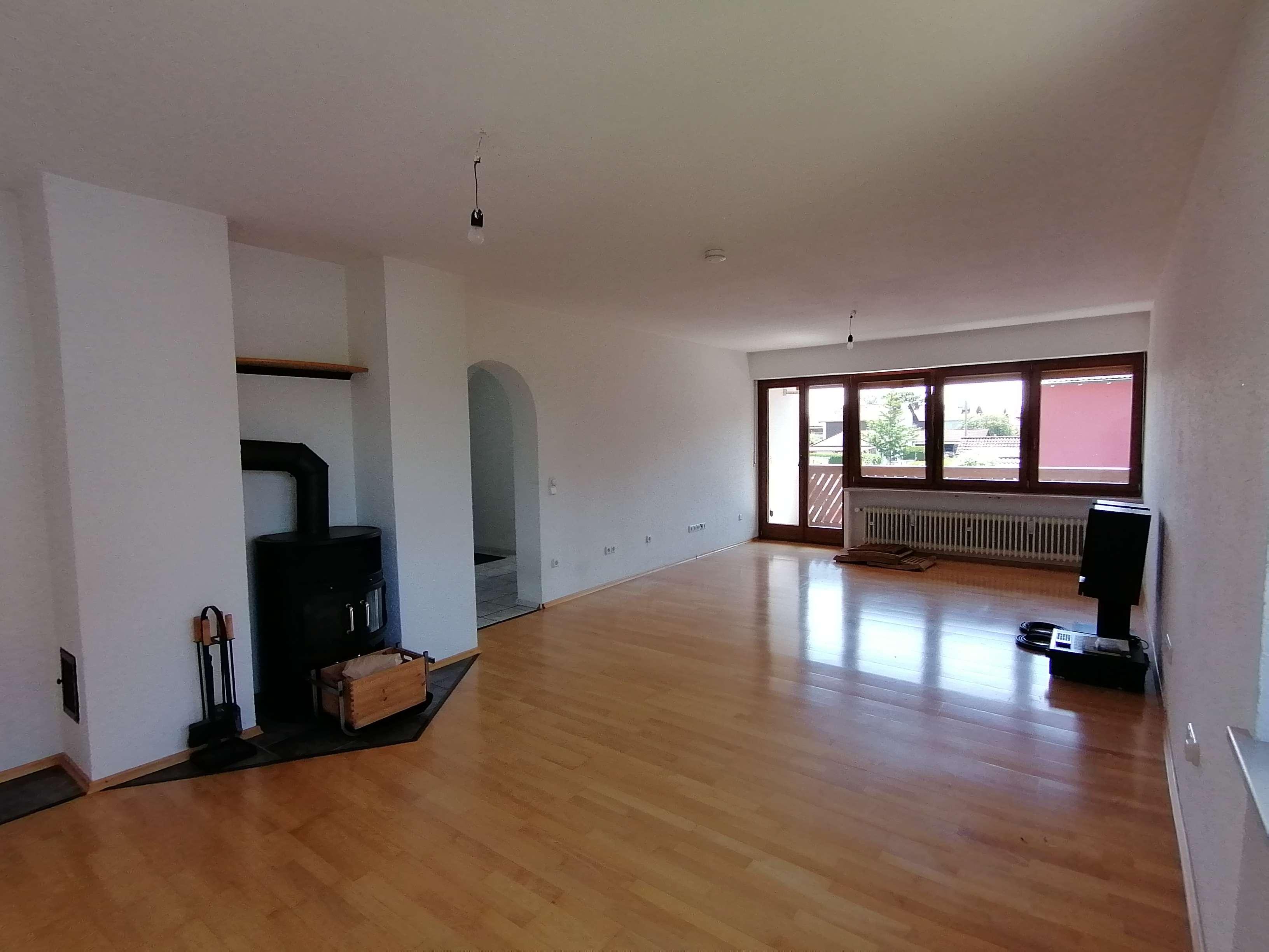 3-Raum-Wohnung, 104 qm, mit Balkon, Keller und Garage in