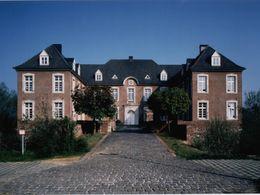 Herrenhaus + Vorburg hinten Ge