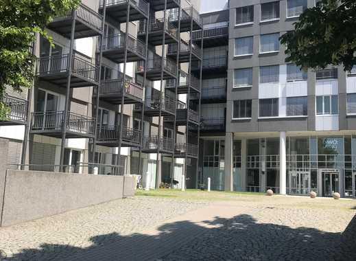 Helle, große Wohnung mit Terrasse