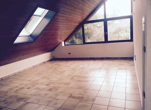 Gepflegte 2-Zimmer-Dachgeschosswohnung mit Balkon in Dieburg