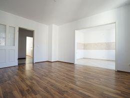 Wohnzimmerv mit offener Küche
