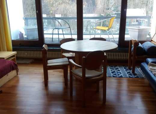 Sehr schoenes moebliertes Zimmer mit Balkon und Gartenblick in Frauen WG.