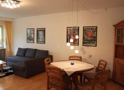 Voll möblierte, modernisierte 3-Zimmer-Wohnung mit Balkon und Einbauküche in Stuttgart-Plieningen