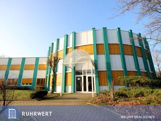 Eingangsbereich von Modernes Bürohaus mit bester Arbeits-Atmosphäre durch viel Grünfläche !!