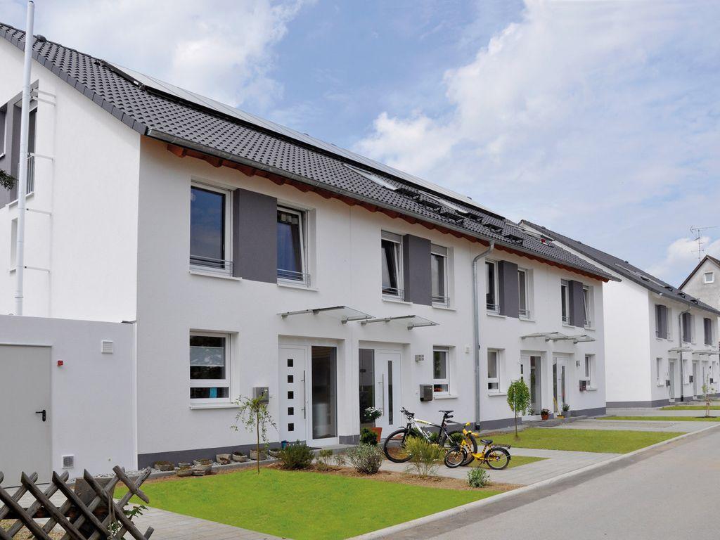 reihenhaus statt wohnung neubau von reihenh usern mit 122 m wfl in zentraler lage von offenburg. Black Bedroom Furniture Sets. Home Design Ideas