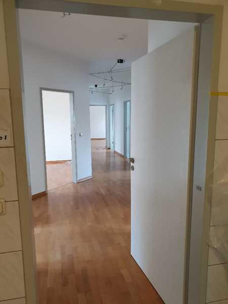 Schöne, modernisierte 5-Zimmer-Dachgeschosswohnung mit gehobener Innenausstattung in Augsburg in Augsburg-Innenstadt