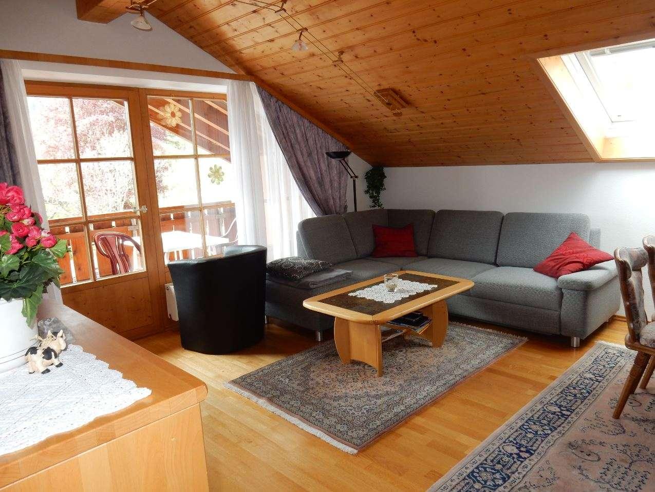 Schöne 2-Zimmer Dachgeschoss Wohnung mit großem Südbalkon