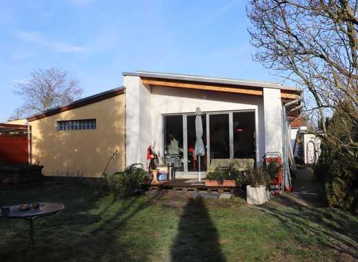 Doppelhaushälfte mit schönem Grundstück in zentraler Lage / kurzfristiger Bezug in Abstimmung