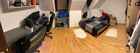 Gepflegte 2-Zimmer-DG-Wohnung mit Balkon und EBK in Maxvorstadt, München in Maxvorstadt (München)
