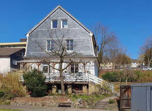 Modernisiertes Einfamilienhaus mit Geschichte und Sonnengarten in zentraler, aber ruhiger Lage!