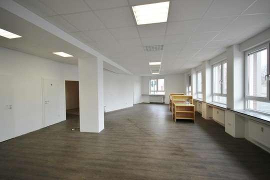 Bürofläche von Helles Ladenlokal, direkt an der Steeler Straße!