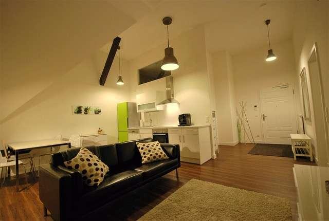 Stilvolle, sanierte 2-Zimmer-DG-Wohnung mit EBK in Regensburg