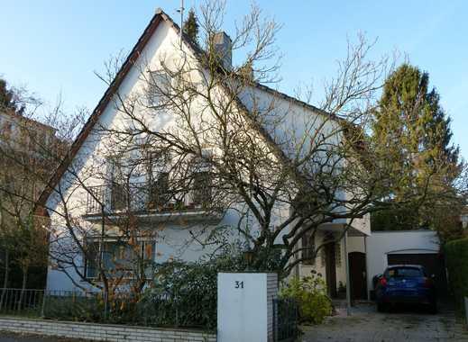 Modernisierter Altbau mit sieben Zimmern in Köln-Rodenkirchen