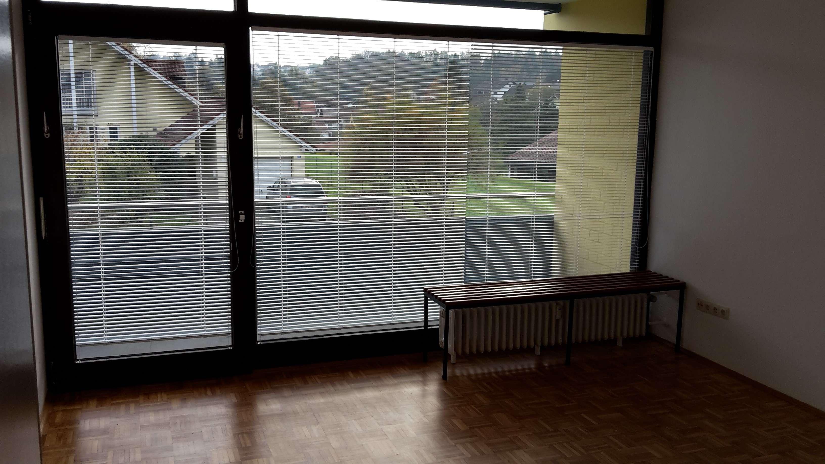 Renovierte 2-Zimmer-Hochparterre-Wohnung mit Balkon und EBK in Passau-Heining in Heining (Passau)