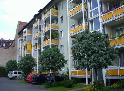 Sportliches Wohnen mit Ausblick in Muggenhof ! Gut geschnittene 2-Zimmer-Dachgeschoß-Wohnung