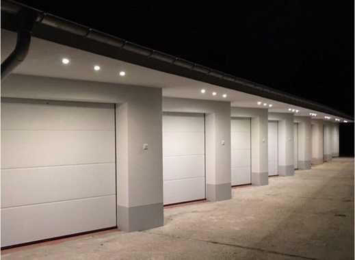 Schöne moderne Einzelgarage mit Strom