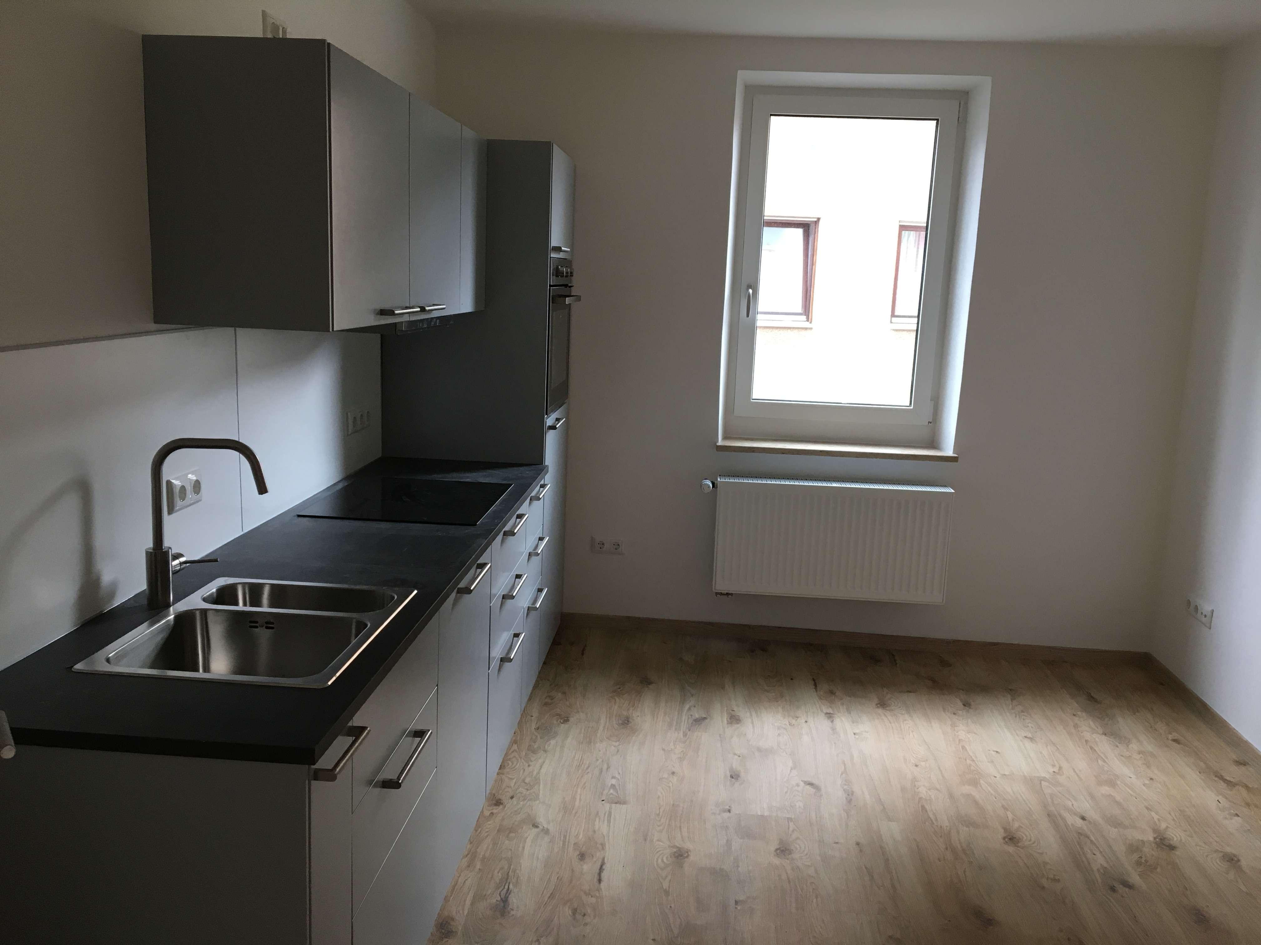 Erstbezug nach Sanierung: Helle 3-Zimmer-Wohnung mit EBK und Balkon in Augsburg
