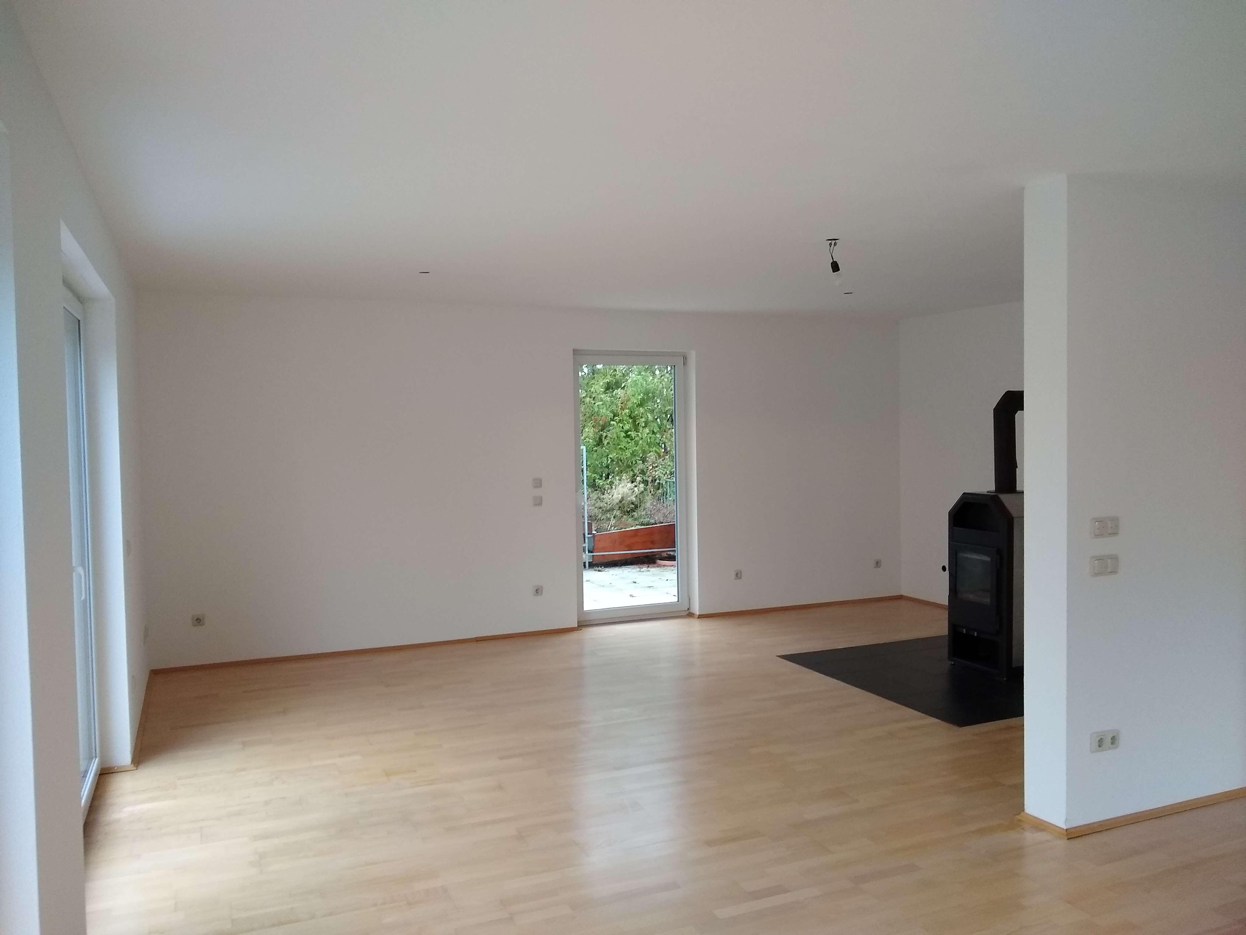 Sehr helle Wohnung mit großer Terrasse und Ausblick ins Grüne in Gräfelfing