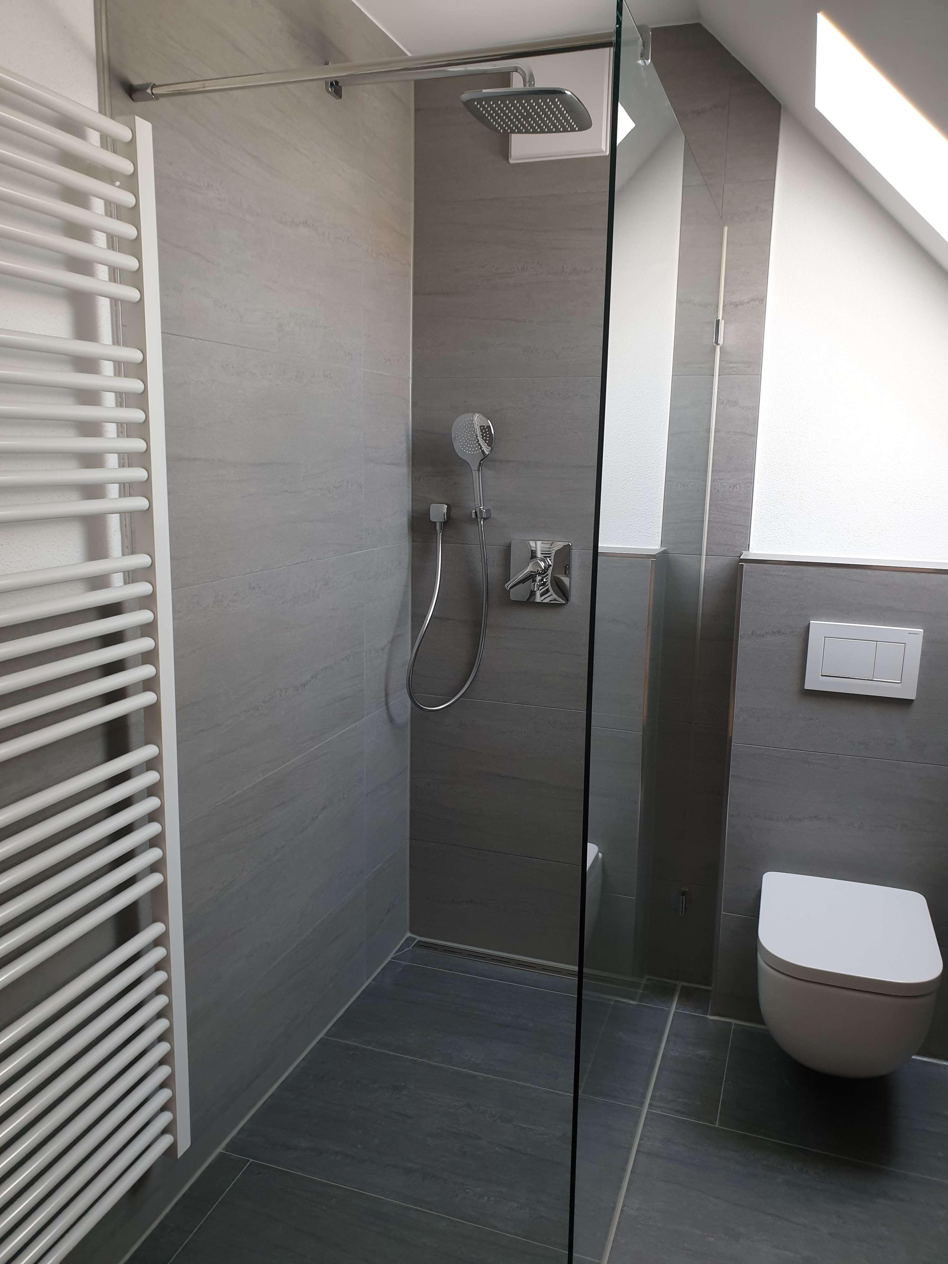 Vollständig renovierte 3-Zimmer-DG-Wohnung mit EBK in Reichertshofen in