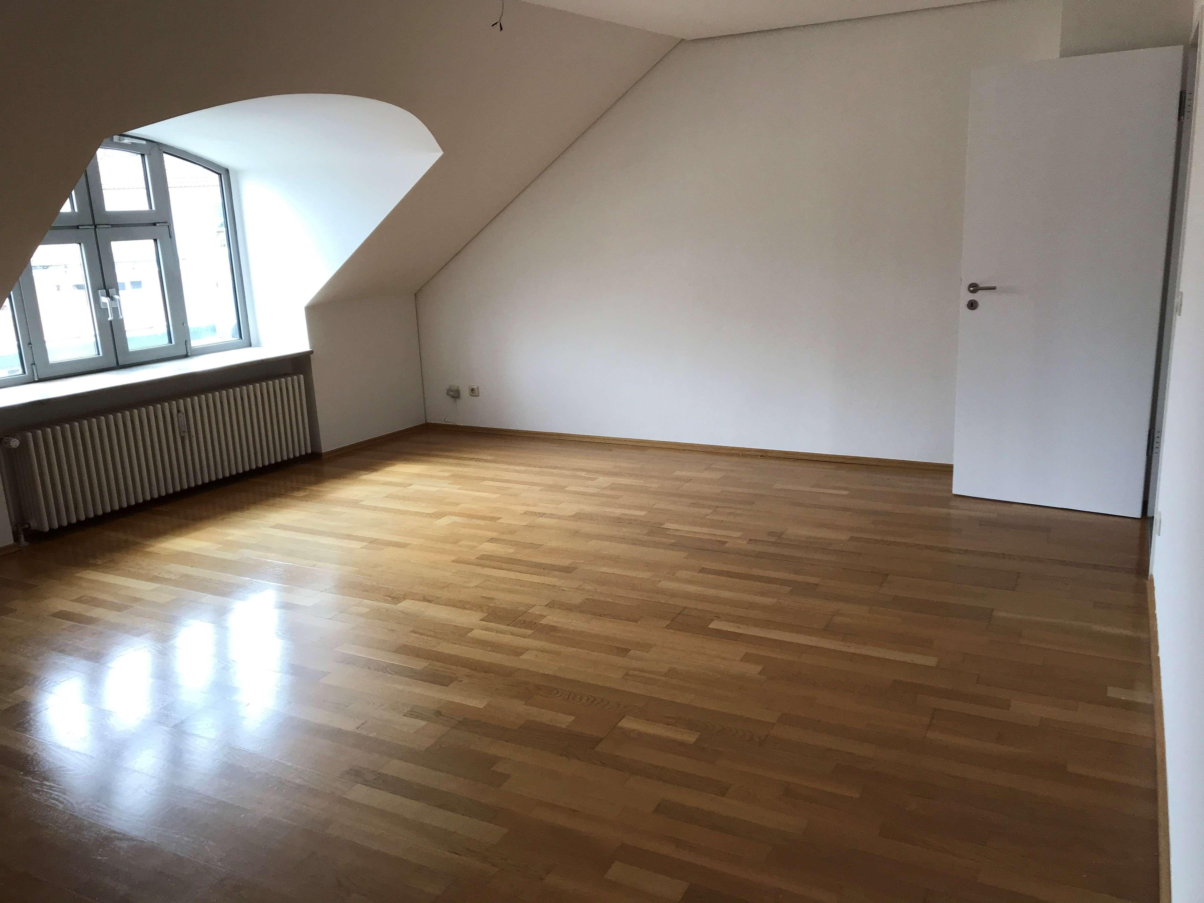 Gilching * schöne geräumige 3 Zi. Dachgeschoss-Wohnung * 81 m²