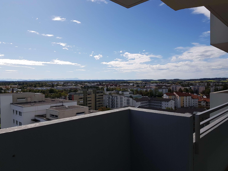 Exklusive, vollständig renovierte 2-Zimmer-Wohnung mit Balkon und Einbauküche in Germering in Germering (Fürstenfeldbruck)
