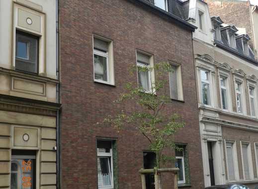 Ruhrort-Altstadt, gepflegte Altbauwohnung mit Balkon zum Garten