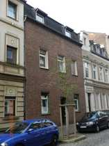 Ruhrort-Altstadt gepflegte Altbauwohnung mit Balkon