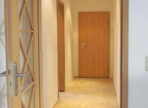 Eismannsdorf: Helle DG Wohnung mit Badewanne