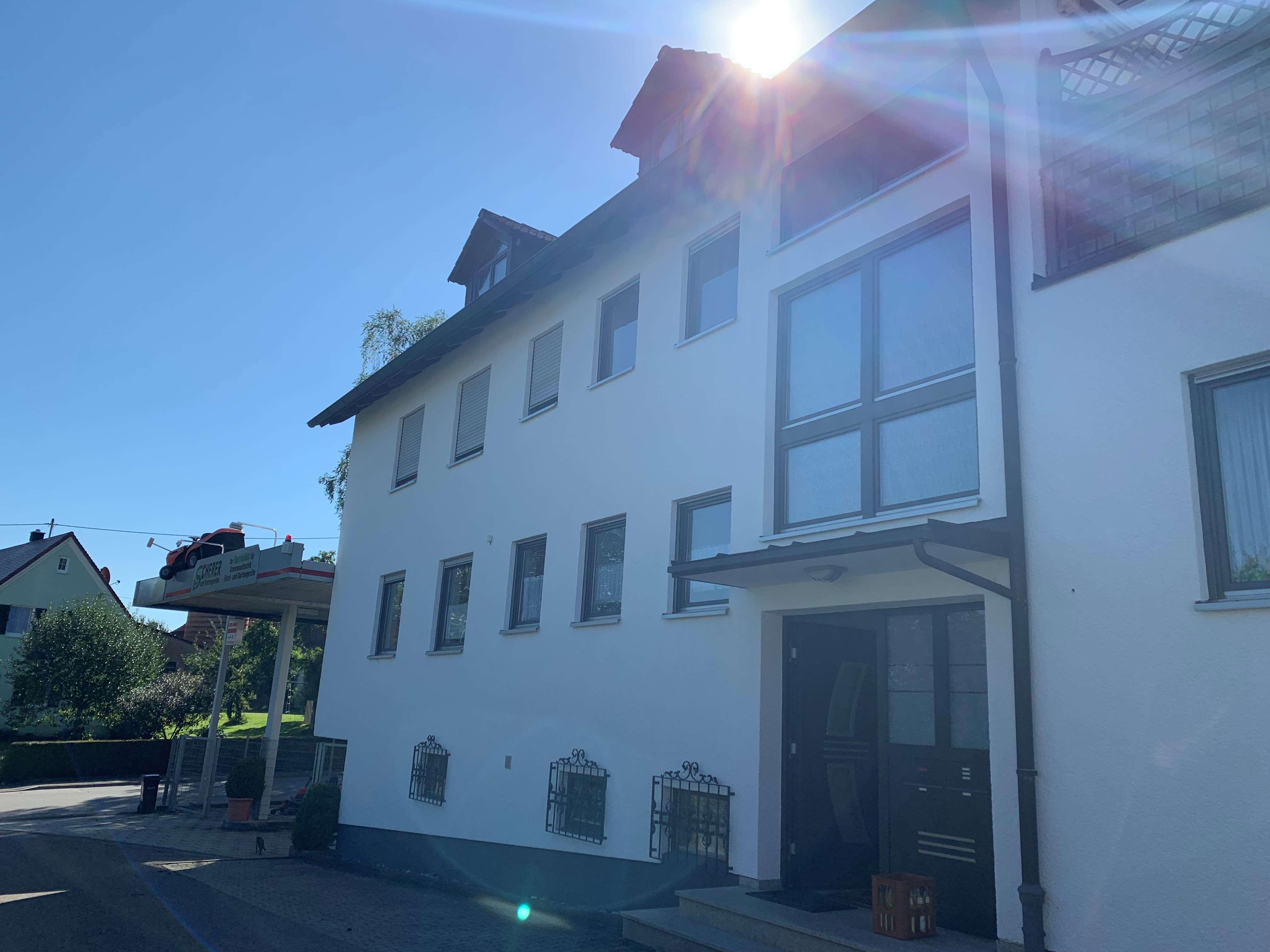 Großzügig geschnittene 7-Zimmer Wohnung in Welden-Reutern in Welden