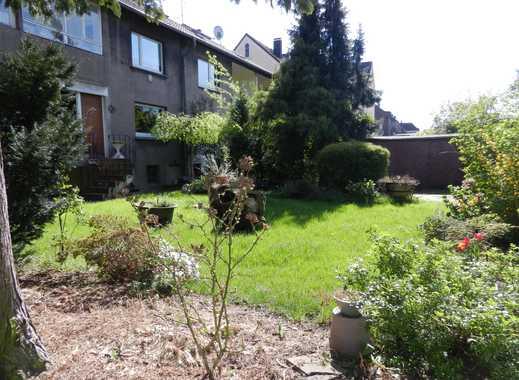 4-Familienhaus mit schönem Garten und 11 Garagen