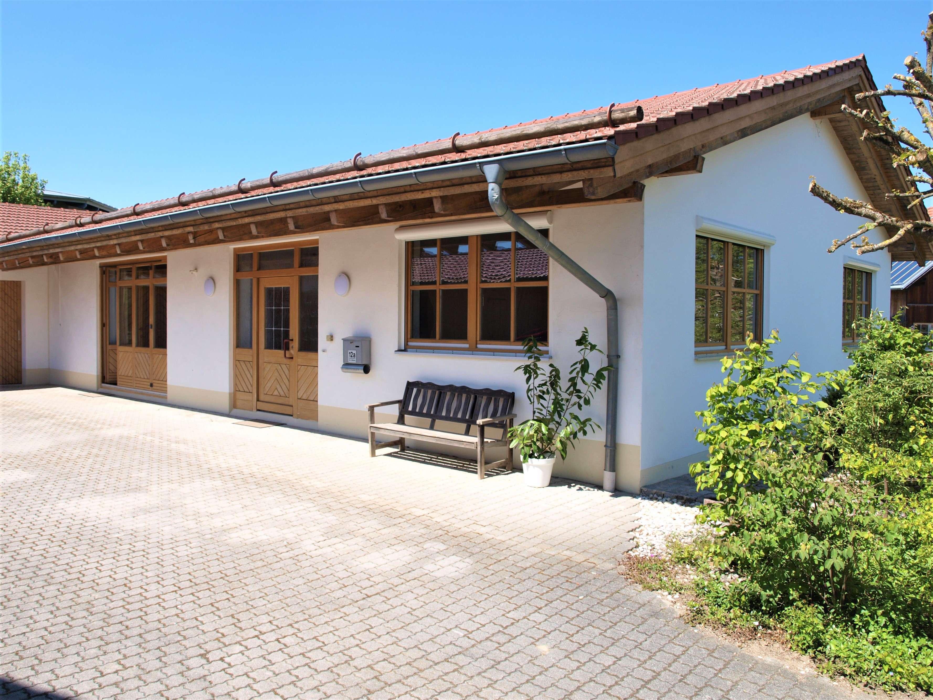 Wohnen und Arbeiten (Kleingewerbe)! Sehr gepflegte Büro-/Praxisräume - Nähe Landshut in