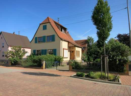 Zweifamilienhaus mit großem Grundstück in Iggelheim