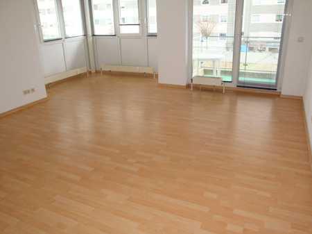 Großzügige 1-Zi.-Wohnung mit Balkon, Laminatboden, Küchenzeile, Wfl. ca. 40 m² in Altstadt/Glocken/Geigenreuth (Bayreuth)